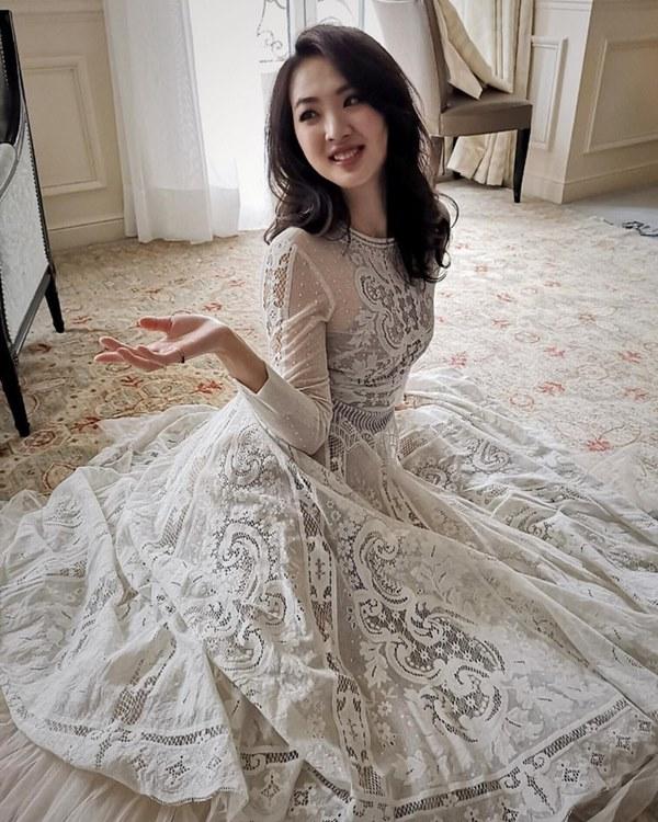 Loạt ảnh ái nữ của ông trùm Huawei: Học giỏi, bình dị nhưng khi khoác lên chiếc váy dạ hội lập tức trở thành công chúa kiều diễm vạn người mê-1