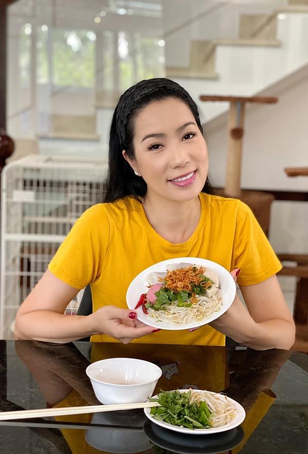 NSƯT Trịnh Kim Chi làm bánh cuốn nhìn hấp dẫn như mua ngoài hàng-1