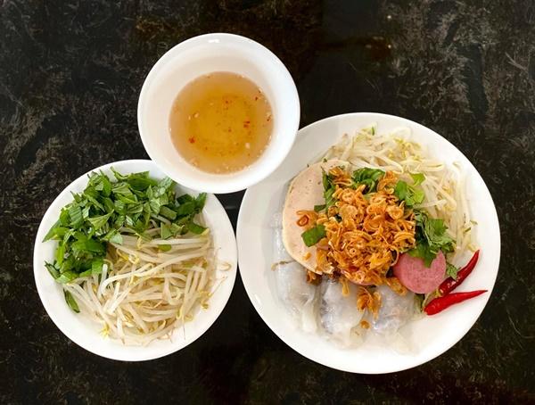 NSƯT Trịnh Kim Chi làm bánh cuốn nhìn hấp dẫn như mua ngoài hàng-7