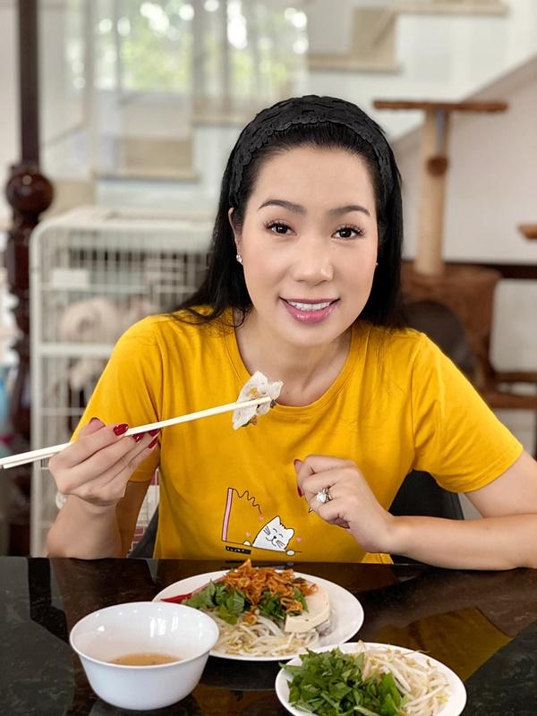 NSƯT Trịnh Kim Chi làm bánh cuốn nhìn hấp dẫn như mua ngoài hàng-8