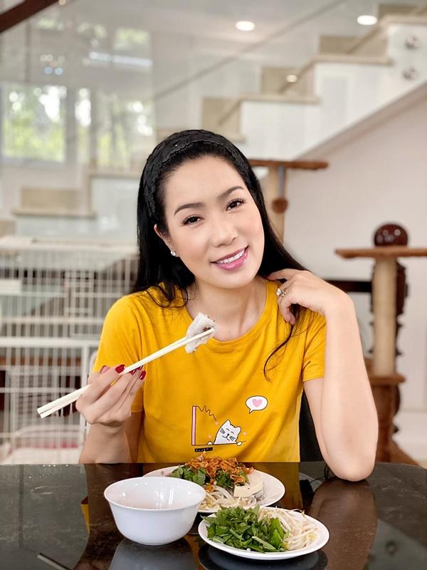 NSƯT Trịnh Kim Chi làm bánh cuốn nhìn hấp dẫn như mua ngoài hàng-9