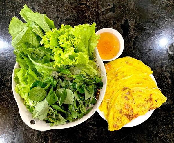 NSƯT Trịnh Kim Chi làm bánh cuốn nhìn hấp dẫn như mua ngoài hàng-11