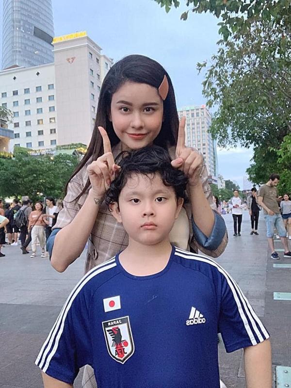 Con trai Trương Quỳnh Anh giờ chững chạc lắm rồi, mới 8 tuổi đã chịu xa mẹ 14 ngày tham gia khóa tu mùa hè-4