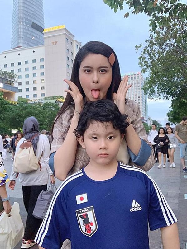 Con trai Trương Quỳnh Anh giờ chững chạc lắm rồi, mới 8 tuổi đã chịu xa mẹ 14 ngày tham gia khóa tu mùa hè-6