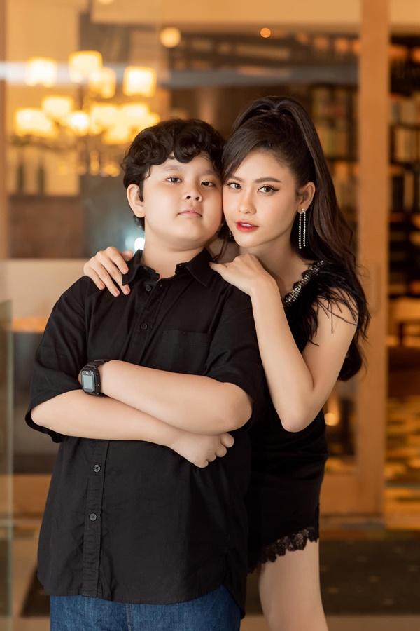 Con trai Trương Quỳnh Anh giờ chững chạc lắm rồi, mới 8 tuổi đã chịu xa mẹ 14 ngày tham gia khóa tu mùa hè-8
