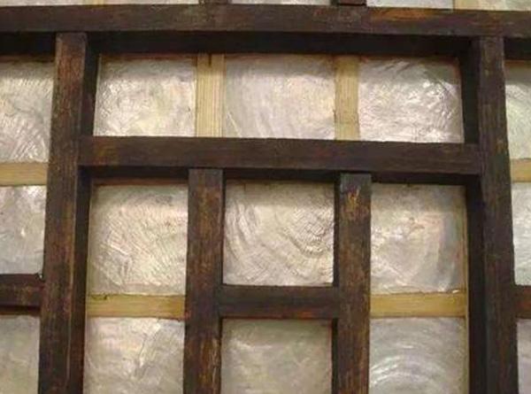 Cửa sổ giấy thời Trung Hoa cổ đại mỏng manh như thế, người xưa đã làm gì để bảo vệ sự riêng tư của bản thân?-1