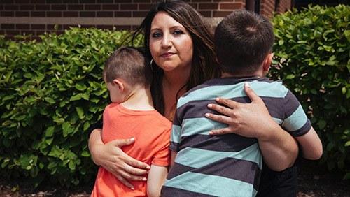 Xin tinh trùng thạc sĩ về mang thai, mẹ đồng tính suy sụp nhìn 2 con sau sinh-2