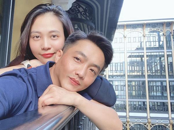 Đàm Thu Trang lần đầu lộ diện sau sinh con: Mẹ bỉm dung nhan rạng rỡ, bố thì bế con khéo quá này!-6