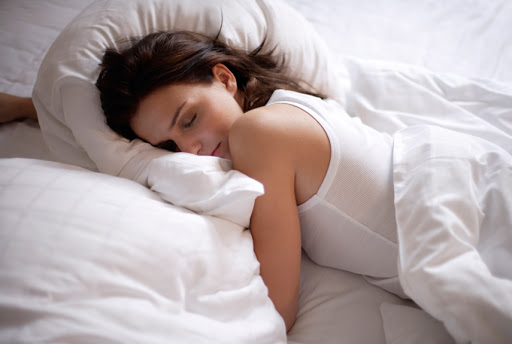 Tư thế ngủ của bà bầu ảnh hưởng thế nào đến sự phát triển trí não và thể chất của thai nhi?-1