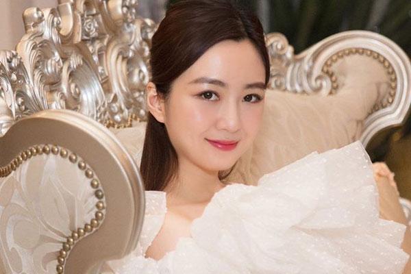 Tiểu thư Anh Sa nhà Tập đoàn Tân Hoàng Minh khoe nhan sắc