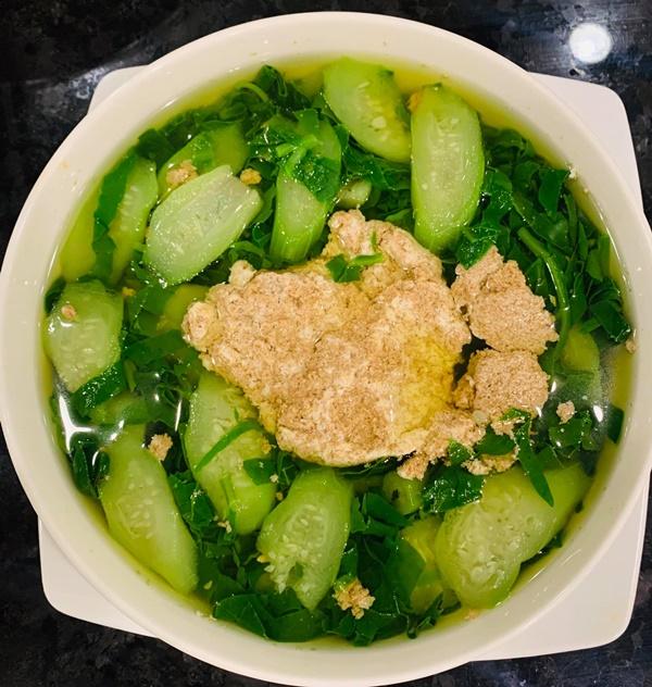 Là mẫu phụ nữ hiện đại nhưng Lã Thanh Huyền đã vào bếp là nấu toàn món ngon-2