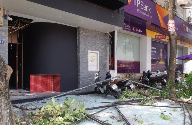 Nổ như bom cạnh ngân hàng trên phố Hà Nội, nhiều người hoảng loạn-1