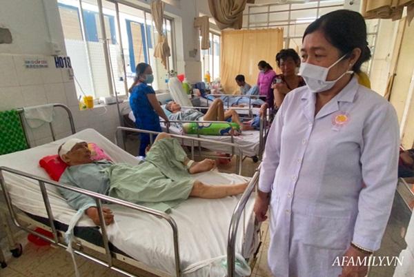 TP.HCM: Bệnh viện khẩn tìm người thân cho cụ ông bị té đập đầu mê sảng, không có ai bên cạnh-3