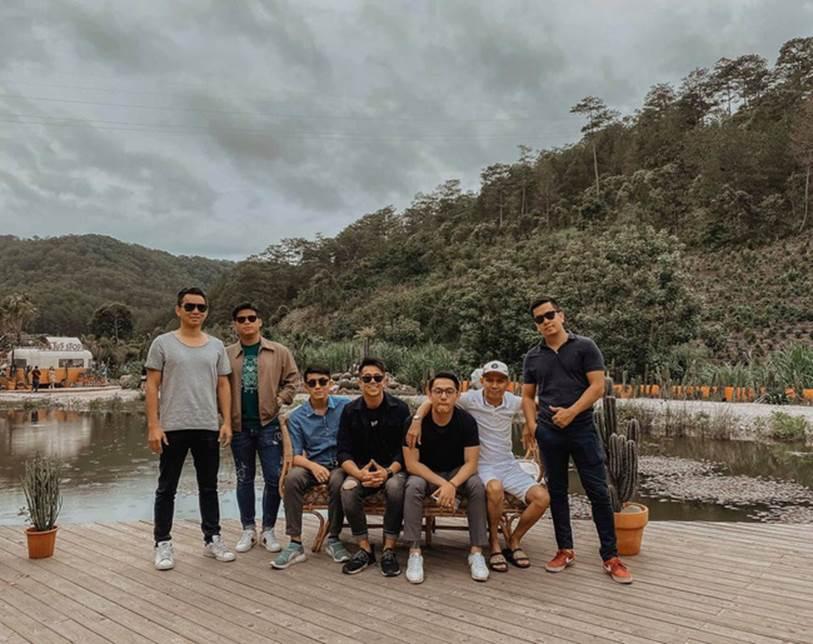 Team bạn thân cực phẩm của doanh nhân Matt Liu - bạn trai hoa hậu Hương Giang: Đều là thiếu gia điển trai, mê siêu xe, phong cách sống cực chất-2