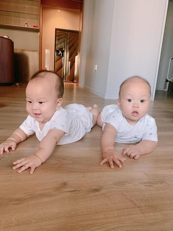 Cặp song sinh nhà MC Thành Trung 8 tháng bụ bẫm như 2 tuổi, mẹ bỉm sữa thi nhau vào xin bí quyết nuôi dưỡng-4