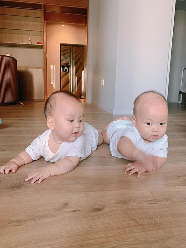 Cặp song sinh nhà MC Thành Trung 8 tháng bụ bẫm như 2 tuổi, mẹ bỉm sữa thi nhau vào xin bí quyết nuôi dưỡng-6