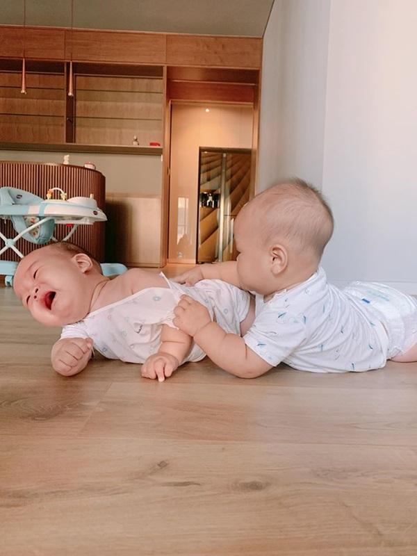 Cặp song sinh nhà MC Thành Trung 8 tháng bụ bẫm như 2 tuổi, mẹ bỉm sữa thi nhau vào xin bí quyết nuôi dưỡng-9