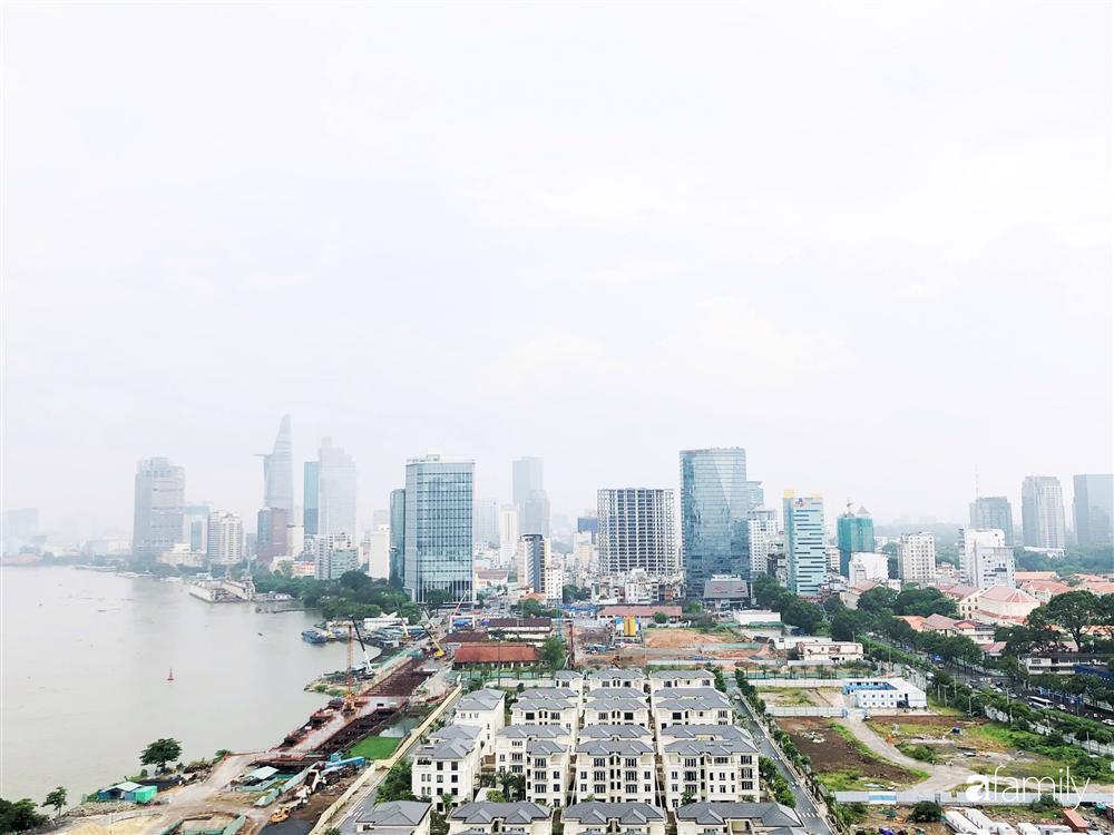 Căn hộ với view triệu đô ở Sài Gòn nhìn thẳng ra bến Bạch Đằng đẹp sang chảnh nhờ cách chơi màu sống động-1