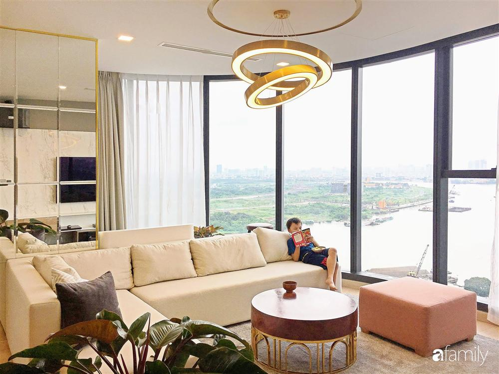 Căn hộ với view triệu đô ở Sài Gòn nhìn thẳng ra bến Bạch Đằng đẹp sang chảnh nhờ cách chơi màu sống động-11