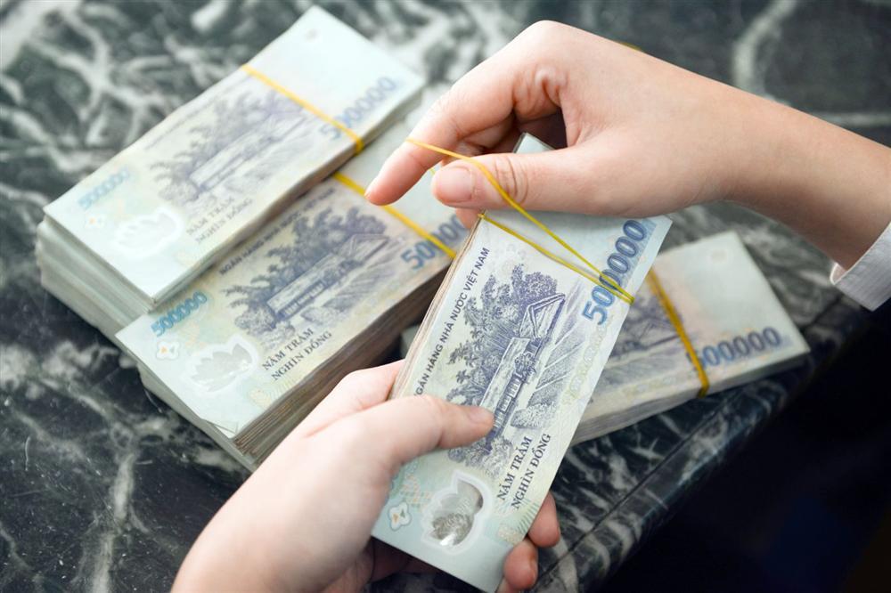 Có 500 triệu nhưng vợ chồng trẻ Sài Gòn không mua vàng tích trữ mà chia tiền làm 5 giỏ để tiền đẻ ra tiền-1