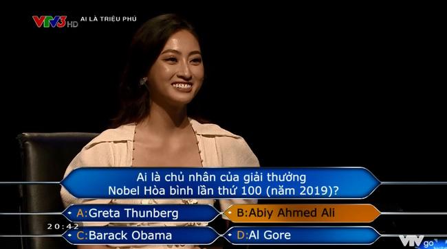 Hoa hậu Lương Thùy Linh chạm tới câu hỏi 40 triệu của Ai là triệu phú nhưng lại mất trắng 8 triệu vì tin lời bạn-5