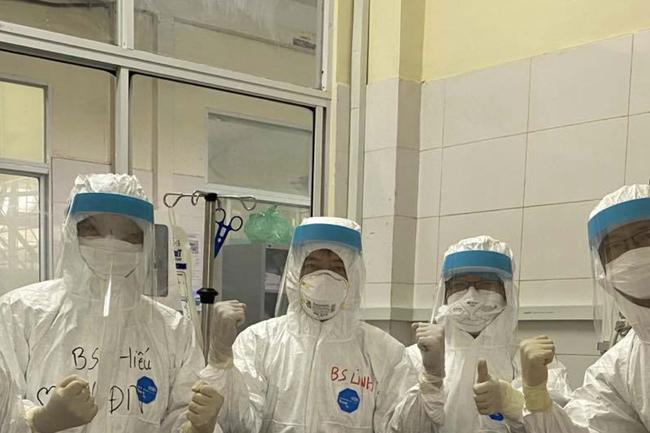 Bệnh nhân COVID-19 đầu tiên tại Bệnh viện Phổi Đà Nẵng vừa được chạy ECMO có tình trạng nặng thế nào?-2
