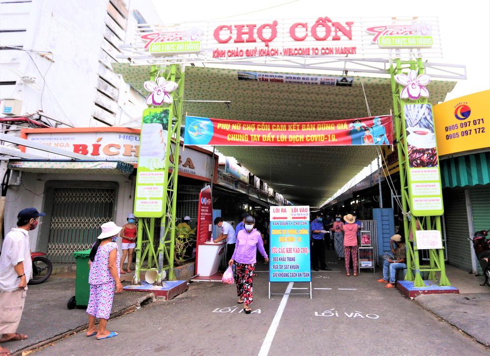 Ảnh: Ngày đầu người dân Đà Nẵng thực hiện đi chợ bằng phiếu ngày chẵn lẻ-1