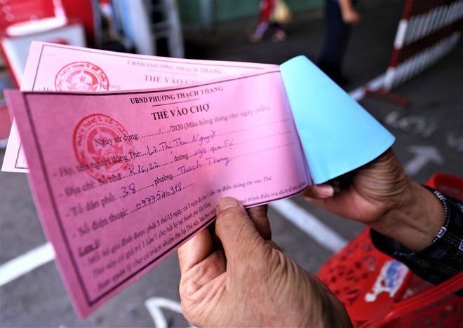 Ảnh: Ngày đầu người dân Đà Nẵng thực hiện đi chợ bằng phiếu ngày chẵn lẻ-8