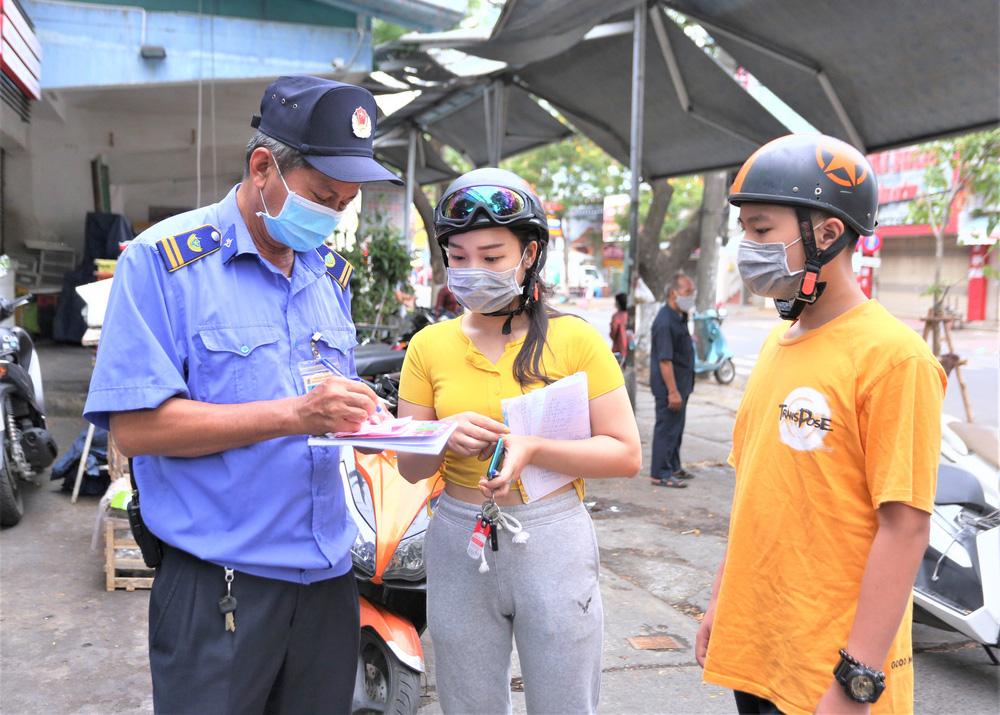 Ảnh: Ngày đầu người dân Đà Nẵng thực hiện đi chợ bằng phiếu ngày chẵn lẻ-12