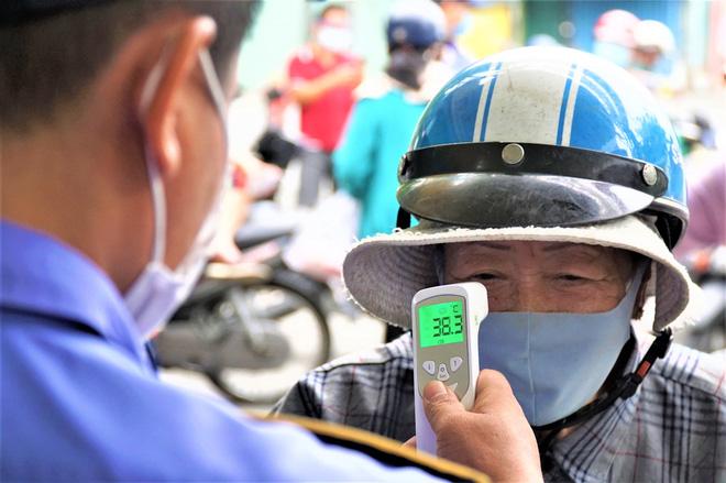 Ảnh: Ngày đầu người dân Đà Nẵng thực hiện đi chợ bằng phiếu ngày chẵn lẻ-15