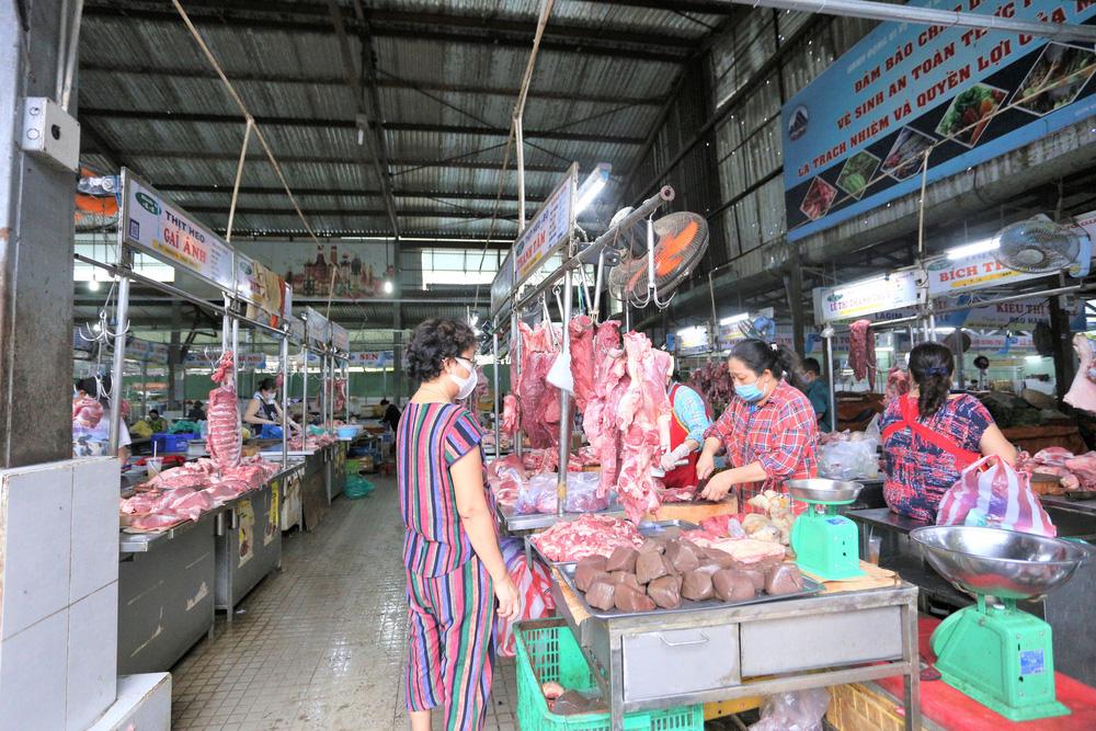 Ảnh: Ngày đầu người dân Đà Nẵng thực hiện đi chợ bằng phiếu ngày chẵn lẻ-18