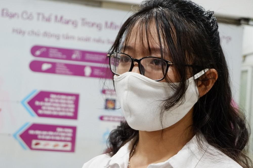 Cô gái trẻ khỏi Covid-19 vượt nỗi sợ hãi 20 năm để hiến huyết tương-3