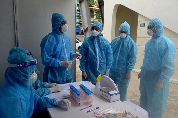 Ca nCoV ở Hà Nội xét nghiệm 3 lần mới phát hiện dương tính