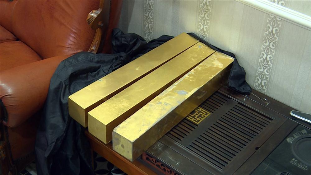 Bên trong căn hầm chứa hàng chục tấn vàng giả của nhà ngoại cảm lừa đảo chiếm đoạt tiền tỷ-3