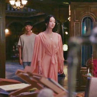 Lấn lướt cả Nữ hoàng sang chảnh Phạm Băng Băng khi đụng váy, đẳng cấp của Seo Ye Ji quả không đùa được đâu-3