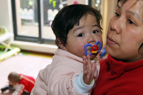 Chợ đen mua bán con nuôi ở Trung Quốc: Nơi các bé gái nông thôn bị bán rẻ làm con nuôi và bị xâm hại không thương tiếc-6