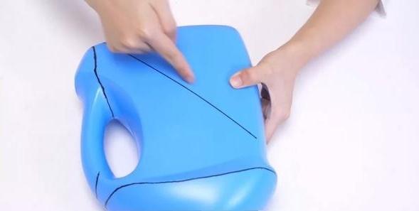Đừng vứt chai nước giặt sau khi dùng hết, hãy tái chế thành vật dụng rất hữu ích thế này-2