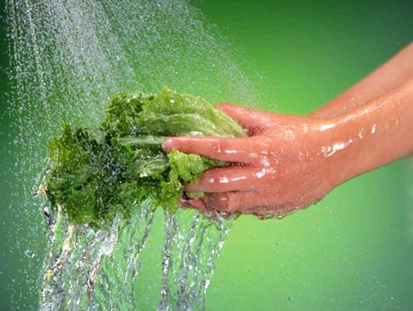 Rửa rau ai cũng nghĩ dễ ợt thế nhưng có những điều hầu hết chúng ta còn lơ mơ lắm!-4