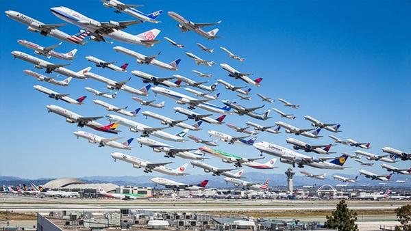 Ngoạn mục hàng trăm máy bay cất cánh cùng lúc như thể tắc đường hàng không cùng loạt khoảnh khắc ở sân bay khiến ai cũng há hốc-1