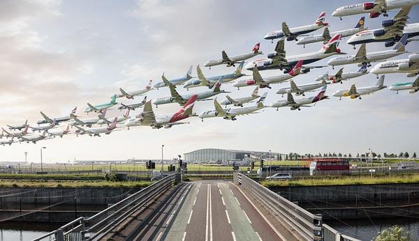 Ngoạn mục hàng trăm máy bay cất cánh cùng lúc như thể tắc đường hàng không cùng loạt khoảnh khắc ở sân bay khiến ai cũng há hốc-4