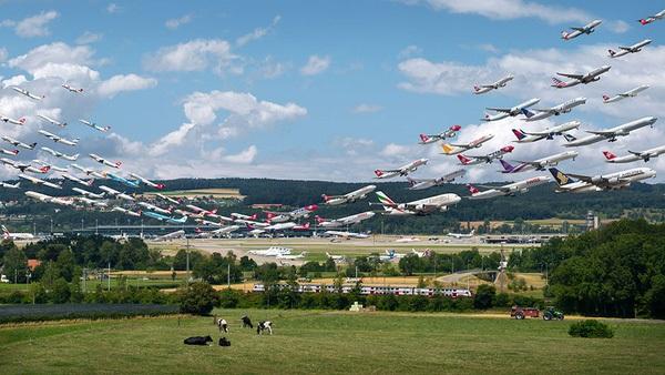 Ngoạn mục hàng trăm máy bay cất cánh cùng lúc như thể tắc đường hàng không cùng loạt khoảnh khắc ở sân bay khiến ai cũng há hốc-5