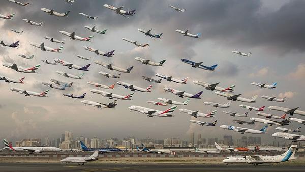 Ngoạn mục hàng trăm máy bay cất cánh cùng lúc như thể tắc đường hàng không cùng loạt khoảnh khắc ở sân bay khiến ai cũng há hốc-6