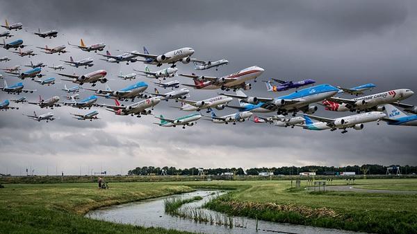 Ngoạn mục hàng trăm máy bay cất cánh cùng lúc như thể tắc đường hàng không cùng loạt khoảnh khắc ở sân bay khiến ai cũng há hốc-7