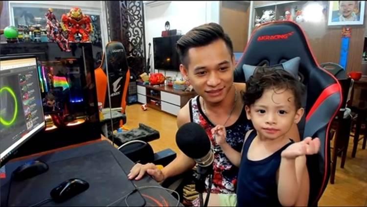 Độ Mixi - 1 trong top 4 streamer giàu nức tiếng lại gây bão với ảnh trông con khi đang live, thế mới nói: Chia tay vì bận lo sự nghiệp chỉ là lý do!-5