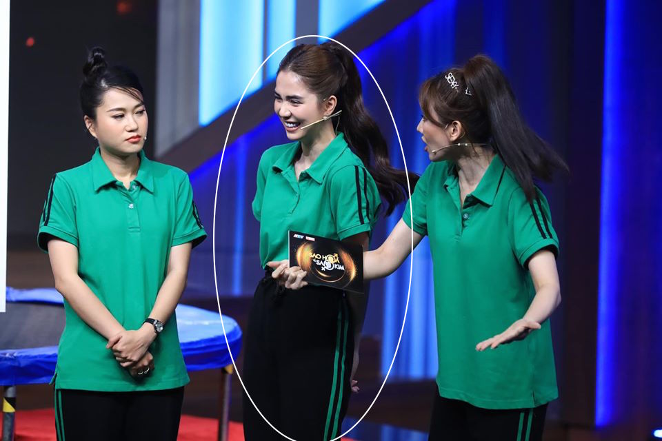 Ngọc Trinh chơi chiêu hack dáng, khiến Hari Won đứng ngay cạnh cũng phải chịu thua khi diện chung set đồ trên sóng truyền hình-8