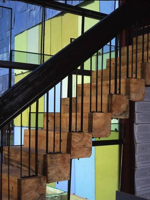 Các kiểu cầu thang gỗ đẹp và hiện đại, nhà có tiền phải làm ngay-9