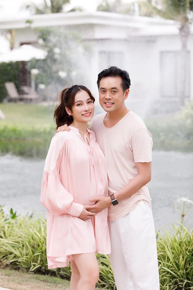 Vợ trẻ Dương Khắc Linh khoe cận cảnh 2 em bé đạp, lộ luôn phòng sơ sinh sang xịn-1