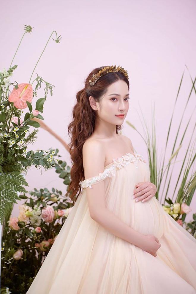 Vợ trẻ Dương Khắc Linh khoe cận cảnh 2 em bé đạp, lộ luôn phòng sơ sinh sang xịn-5