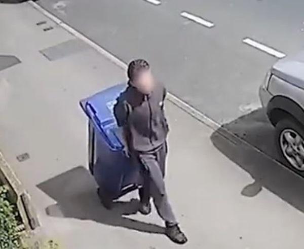 Thiếu niên 17 tuổi kéo thùng rác chứa đựng tội ác của hắn đối với cô giáo trợ giảng được ghi lại trong đoạn clip rợn người-2