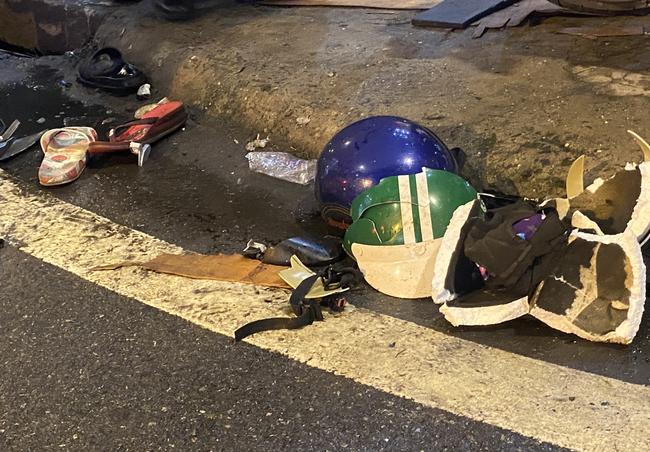 Nhân chứng vụ Camry tông hàng chục xe máy giữa ngã tư Sài Gòn: Ai cũng chảy máu, nữ tài xế sợ hãi vái lạy-4